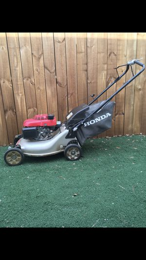 """6Hp Honda Self propelled mower with bag 21"""" blade for Sale in Palm Harbor, FL"""