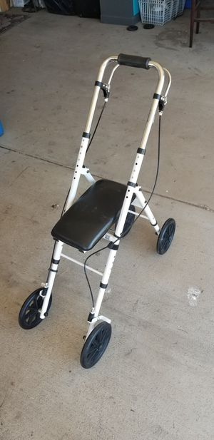 ADULT KNEE WALKER IN EXCELLENT CONDITION for Sale in Banning, CA