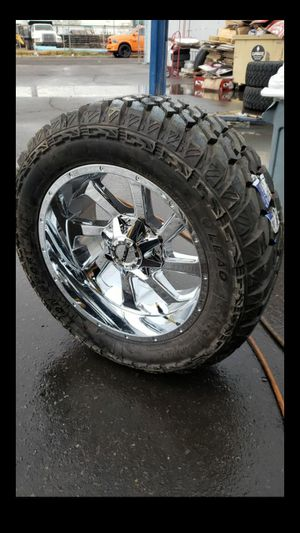 Black friday especial only one set 20x10 Chrome savage rims 6 lug 6x139 6x135 whit New MUD tires 33 1250 20 lt for Sale in Phoenix, AZ