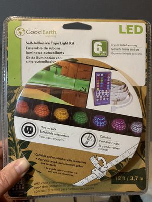 Good Earth lighting kit w with remote for Sale in Federal Way, WA