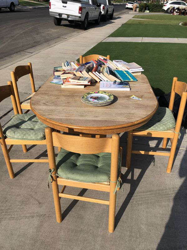 Oak table, 5 chairs