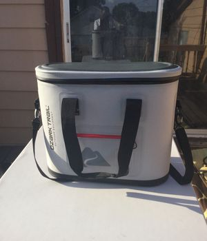 Ozark Trail 30 Can Leak-tight Cooler with Heat Welded Body, Gray for Sale in Greensboro, NC