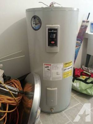 Bradford 40 gallon electric water heater for Sale in Richland, WA