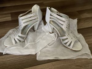 Silver heels (NEW) for Sale in Camano, WA