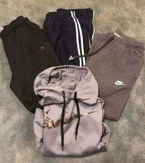 Men's Size Medium clothes for Sale in West Mifflin, PA