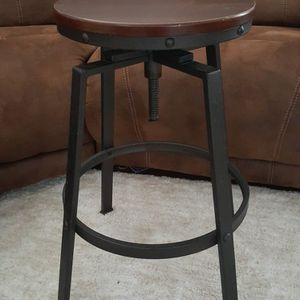Ajustable height Bar Stool for Sale in Federal Way, WA