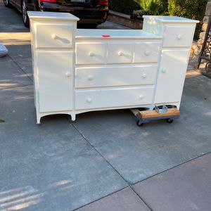 Girl Bedroom White Changing Table Dresser for Sale in Anaheim, CA