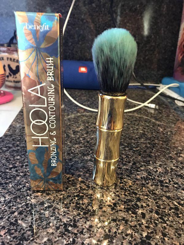 Benefit makeup brush