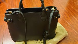 (Like NEW/Authentic)Burberry medium Banner house check tote bag for Sale in Buena Park, CA