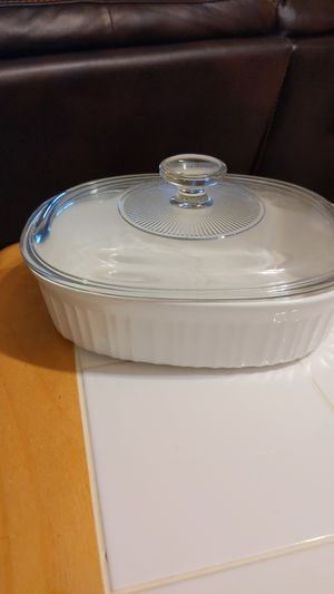 CorningWare French White 1.5 qt Oval Baking Dish with Glass Lid for Sale in Milwaukee, WI