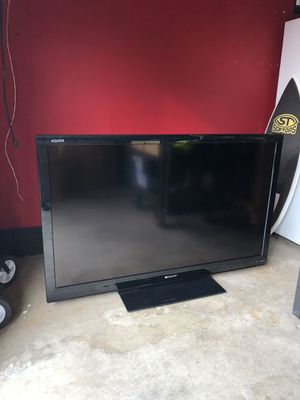 "Sharp Aquos 60"" LCD TV like new for Sale in Long Beach, CA"
