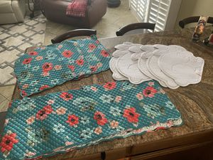 🐣 5 EASTERN PLACE MATS SET OF 5 SOFT WHITE WITH TRADITIONAL RABBIT 🐇 PATTERN-WASHABLE FABRIC-TABLE RUNNER -DOBLE DECORATIVE FACE ; Use on 6-8 Long Ch for Sale in Corona, CA