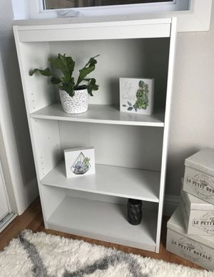 Super cute small white bookcase for Sale in Happy Valley, OR