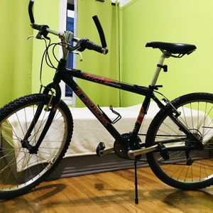 TREK 820 ALIMINUM MOUNTAIN BIKE for Sale in Brooklyn, NY