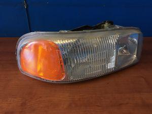 GMC Yukon/ Sierra right side headlight for Sale in Los Angeles, CA