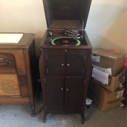 Wow Wonderful Antique RCA Record Player for Sale in Langhorne,  PA