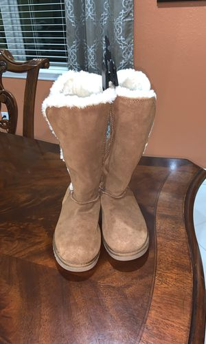 Women Fur Boots (Size 7) for Sale in Tampa, FL