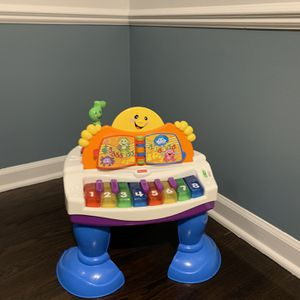 Fisherprice Toddler Piano Toy for Sale in Farmington Hills, MI