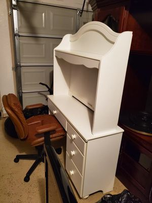 Desk with bookshelf and chair for Sale in Leander, TX