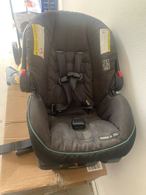 Grace snug ride car seat with base for Sale in Bentonville, AR