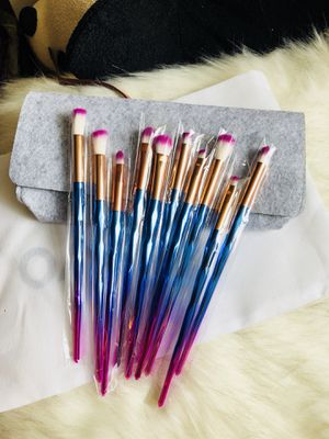 Makeup Brushes Set With Felt Bag for Sale in Silver Spring, MD