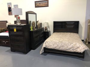BRAND NEW Queen Bed Set! for Sale in Tampa, FL
