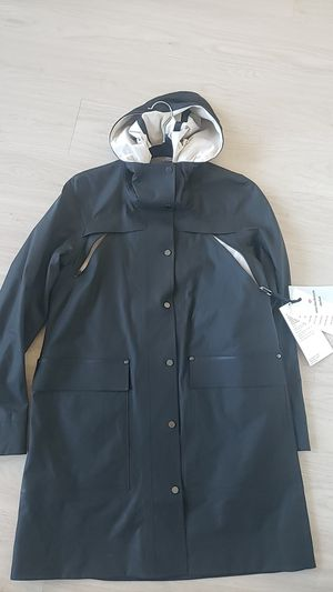 LULULEMON Into The Drizzle Jacket Raincoat water proof water resistant women black size 2 for Sale in Jersey City, NJ