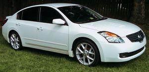 Rear camera 2007 Nissan Altima Low mileage for Sale in Cincinnati, OH