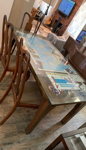 Solid Dining room table for Sale in Bakersfield, CA
