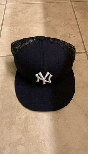 NY Yankees Mesh / Fitted cap for Sale in Federal Way, WA