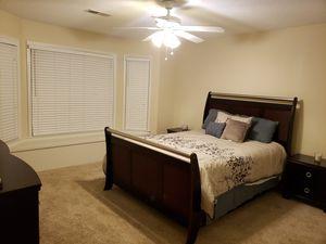 Queen bedroom set Cherry wood for Sale in Marietta, GA