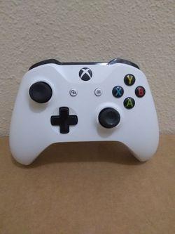 Xbox One S Controller Read Description for Sale in Fresno,  CA