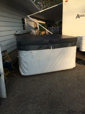 Nice hot tub for Sale in Franklin, OH