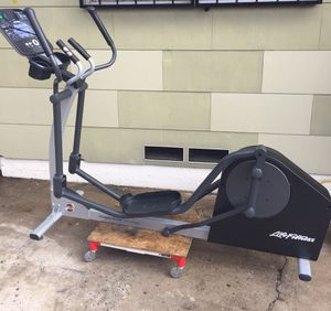 LIFE FITNESS X1 ELLIPTICAL CROSS-TRAINER W/TRACK+CONSOLE! STILL NEW! (ELLIPTICAL MACHINE) for Sale in San Diego, CA