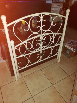 Metal twin bed with mattress and box spring for Sale in Duncan, SC