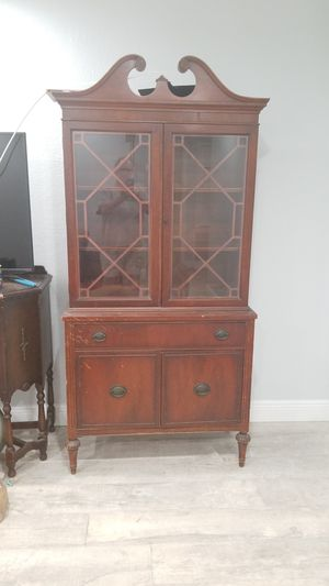 Antique China cabinet for Sale in Belle Isle, FL