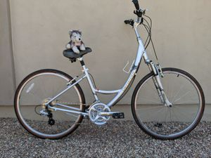 Medium unisex step thru Specialized X-roads hybrid comfort bike bicycle fully tuned ride ready for Sale in Peoria, AZ