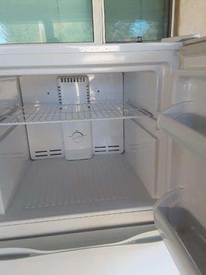 Medium Refrigerator for Sale in Phoenix, AZ