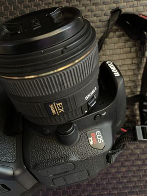 Almost new Canon T5i with Sigma 30mm 1.4 Lens package for Sale in San Francisco, CA