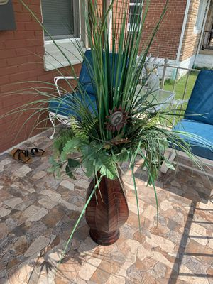 Beautiful indoor or outdoor flower vase for Sale in St. Louis, MO