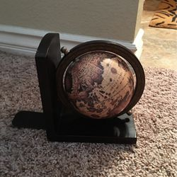 Unique Globe 🌎 book Ends -$10 for Sale in Temecula,  CA