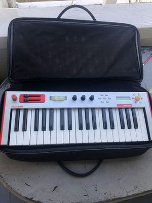 Alesis micron with gator case. Keyboard. Synthesizer for Sale in St. Petersburg, FL
