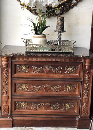 Chest of drawers in excellent condition for Sale in Fort Lauderdale, FL