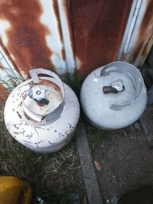 2 propane tanks cheap make offer for Sale in Acampo, CA