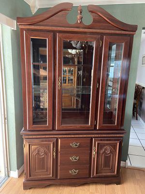 China Hutch, Cherry Finish, two piece. for Sale in Fort Lauderdale, FL