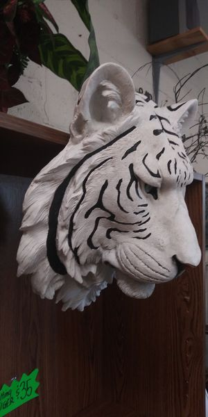 New... Large Tiger Head Figurine for Sale in Lancaster, TX