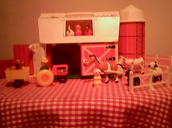 Fisher Price 1967 Play Family Farm #915