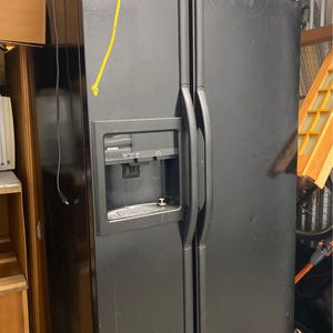 Free Kenmore Refrigerator for Sale in Providence, RI
