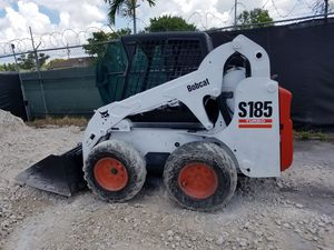 Bobcat Skid Steer model S 185 turbo-diesel Kubota with bucket ready to work for Sale in Miami Gardens, FL