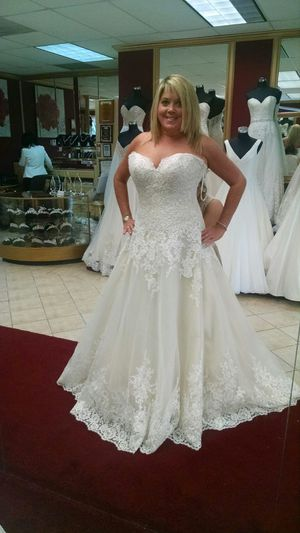 Kitty Chen Couture Wedding Dress Ivory/Light Gold for Sale in Cabin John, MD